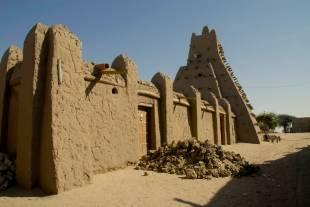 djingareyber-mosque-built-by-sultan-kankan-moussa-on-his-return-from-mekka-in-1325